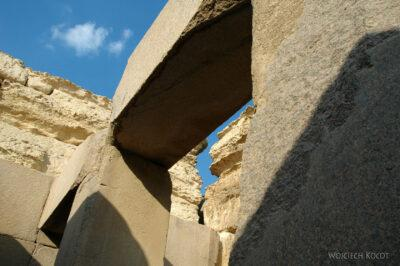9151 - Giza - Wświątyni przedSfinksem