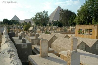 9168 - Giza - Piramidy - wid.z cmentarza