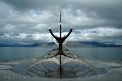 10042 - Reykjavik - pomnil - łódź
