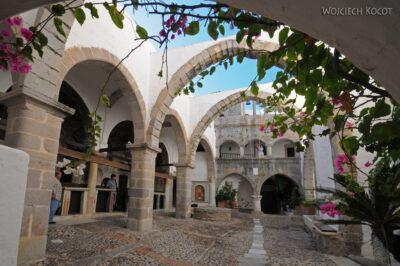 05042 - Patmos - dziedziniec klasztorny