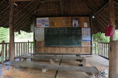 W wiosce Długich Szyj-Baan Tong Luang - szkoła