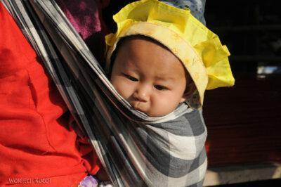 W wiosce Długich Szyj-Baan Tong Luang