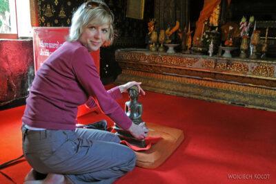 2L2095-Wat Xieng Thong -Bud. zpodnoszonym Buddą