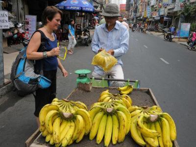 3W7244-Sajgon - kupujemy banany