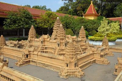 4K1038-Model Angkor Wat