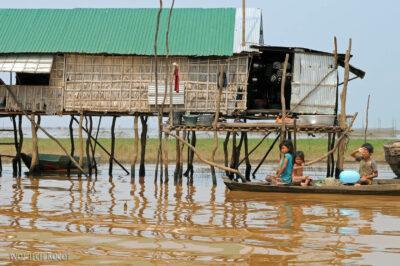 4K4120-Boeng Tonle Sab - Wioska naPalach