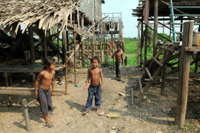 4K4239-Dzieci Boeng Tonle Sab