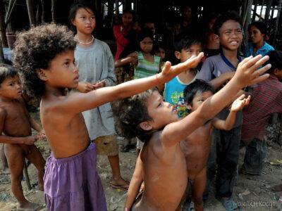 4K4242-Dzieci Boeng Tonle Sab