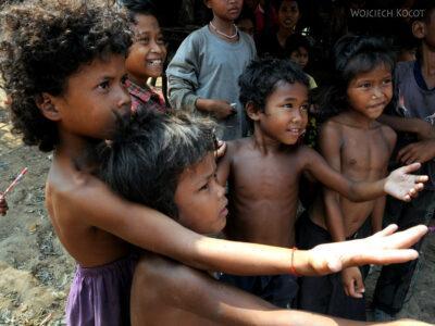 4K4243-Dzieci Boeng Tonle Sab