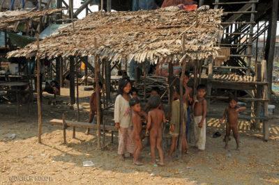 4K4249-Dzieci Boeng Tonle Sab
