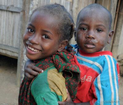 Ma26152-Dzieciaki zAmbodinonoko