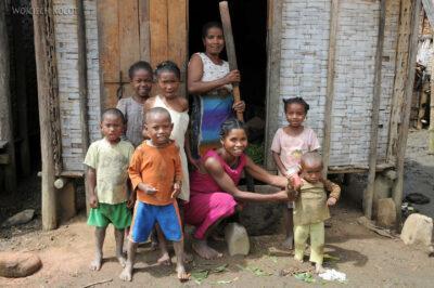 Ma07104-Mieszkańcy wioski