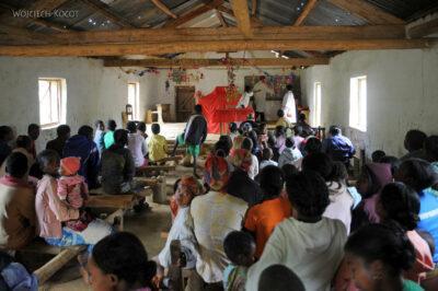 Ma09013-W kościele wManambato
