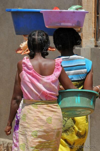 Ma16031-Belo Tsiribihina - ludzie