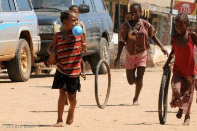 Ma16034-Belo Tsiribihina - ludzie