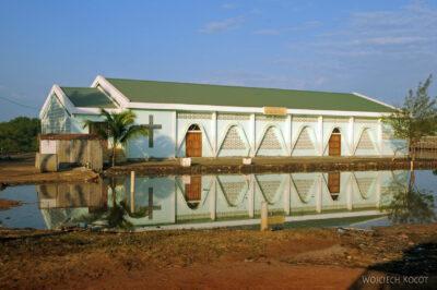 Ma19007-Kościół naprzedmieściach Miandrivazo
