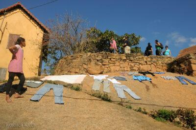 Ma20118-Starówka Fianarantsoa - suszenie prania