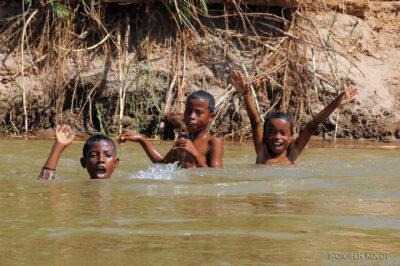 Ma13011-Kąpiel - dzieciaki