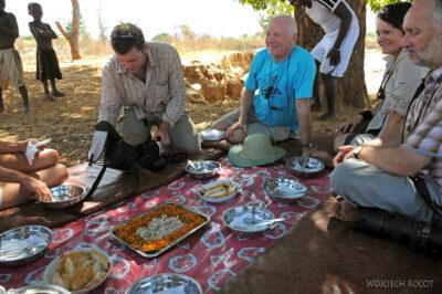 Ma13052-Obiad poddrzewem