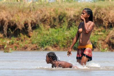 Ma13098-Kąpiel - dziewczyny