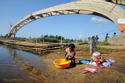 Ma28006-Drewniany most roz-klejony