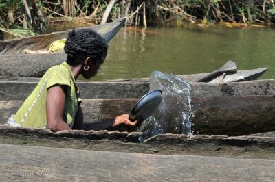Ma29057-Wybieranie wody zlakany
