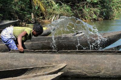 Ma29059-Wybieranie wody zlakany