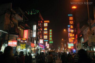 IN02222-Delhi-Okolice hotelu nocą