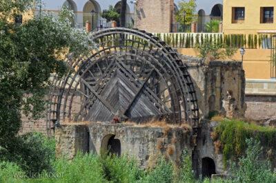 Por08228-Koło młyńskie obok Puente Romano