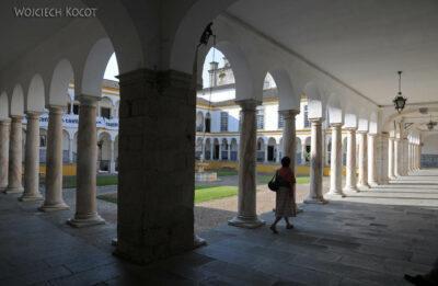 Por13021-Evora - Universytet - dziedziniec