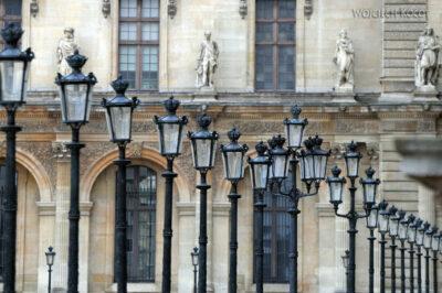 Por23029-Paryż - Luwr - latarnie