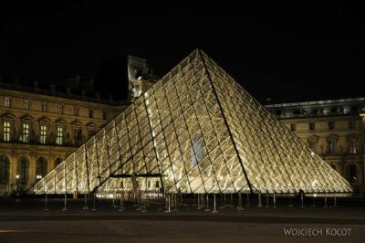 Por23347-Paryż - Piramida przedLuwrem