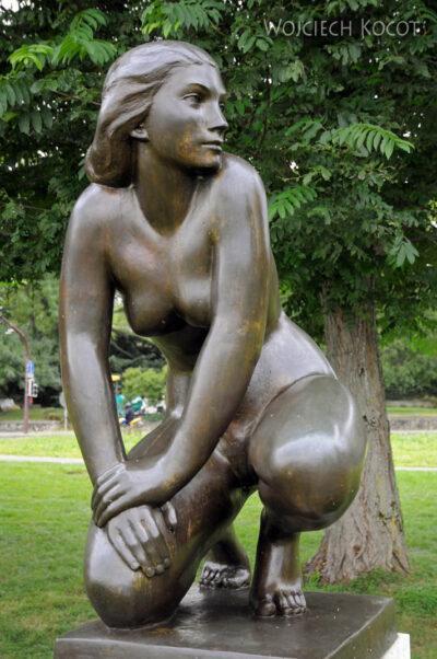 Gen01097-Pomnik kobiety