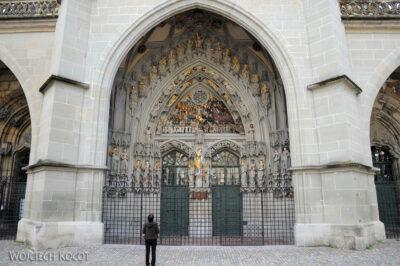Gen06033-Bern-Ozdobne wejście doKatedry