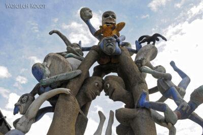 Gen09071-Rzeźba-pomnik naPlateau-D'Assy