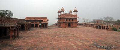 IN03094-Fatehpur Sikri - dziedziniec Diwan-I Khas