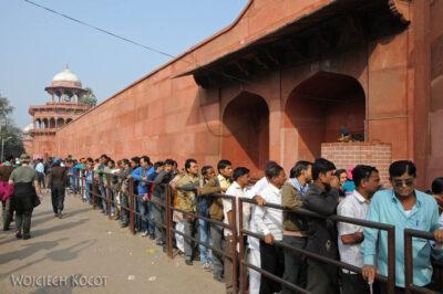 IN04198-Agra-Przed wejściem doTaj Mahal