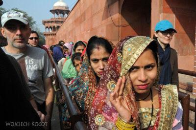 IN04199-Agra-Przed wejściem doTaj Mahal