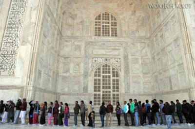 IN04240-Agra-Taj Mahal-Kolejka dla Hindusów