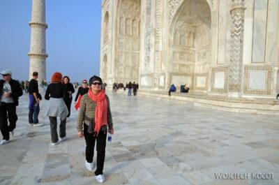 IN04249-Agra-Taj Mahal - Kwa przedfasadą zachodnią