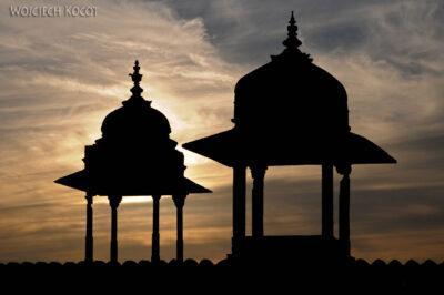 IN05204-Orcha-Kwa iJehangir Mahal - wieczorne wieżyczki