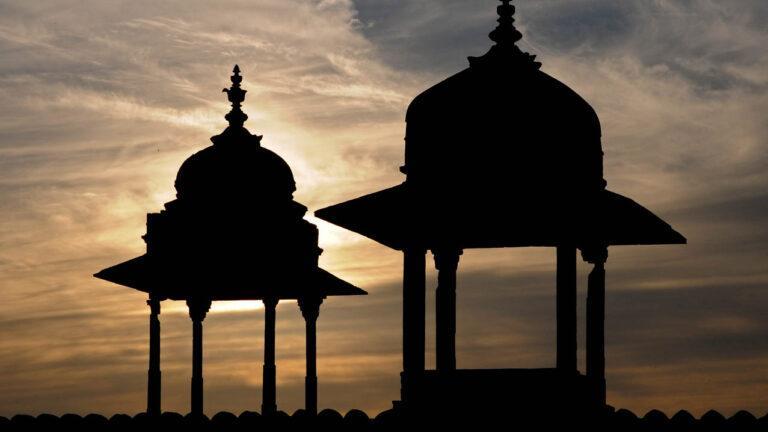 IN05204-Orcha-Kwa i Jehangir Mahal - wieczorne wieżyczki