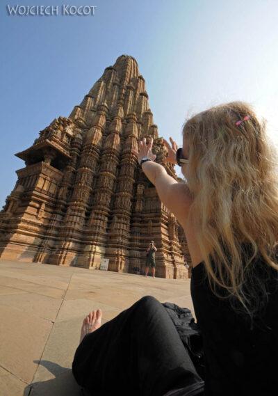 IN07076-Khajuraho-Ola przy Kandariya Mahadev Temple