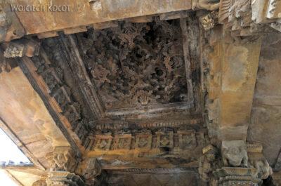 IN07129-Khajuraho-wnętrze Vishwanath Temple