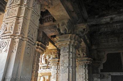 IN07130-Khajuraho-wnętrze Vishwanath Temple