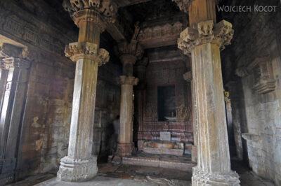 IN07131-Khajuraho-wnętrze Vishwanath Temple