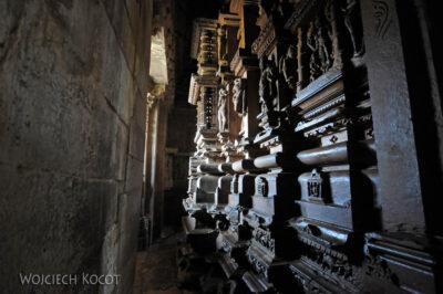 IN07132-Khajuraho-wnętrze Vishwanath Temple