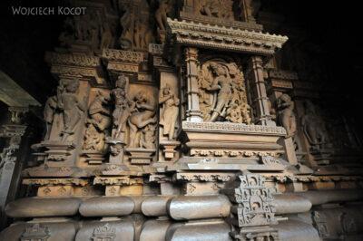 IN07133-Khajuraho-wnętrze Vishwanath Temple