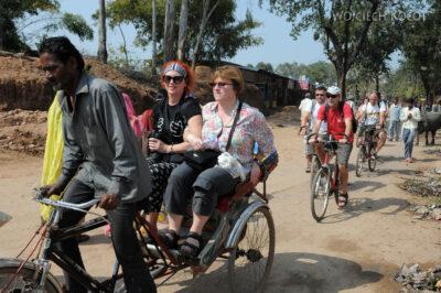 IN07147-Khajuraho-Na rowerach doVaman Temple