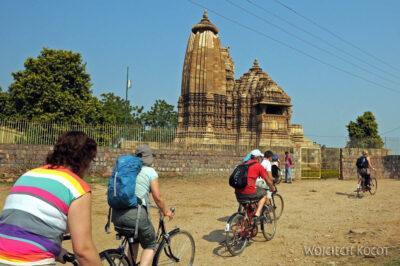 IN07154-Khajuraho-Na rowerach doVaman Temple
